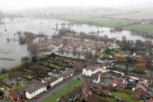 A flooded town in Oxfordshire (Credit: Photo: Sergeant (Sgt) Mitch Moore./MOD [OGL (http://www.nationalarchives.gov.uk/doc/open-government-licence/version/1/)], via Wikimedia Commons)